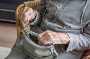 Coppia monregalese accusata di truffa allo zio e alla nonna 96enne