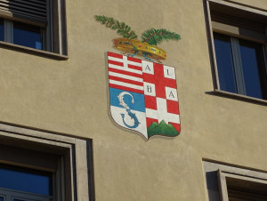 Lo stemma della Provincia sulle facciate della sede di Cuneo