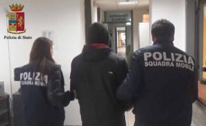 Ai domiciliari per rapina, aveva in casa 10 mila euro di cocaina e marijuana