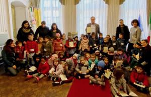 I bambini della scuola dell'infanzia di Busca ricevuti dal sindaco Marco Gallo