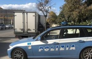 Trasporta 120 chili di carne suina in condizioni non idonee, sanzionato dalla Polizia Stradale di Saluzzo