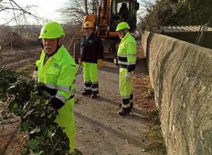 Busca, la Protezione Civile ha pulito la scarpata della ferrovia in via Risorgimento