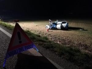 Auto fuori strada a San Benigno, ferito il conducente