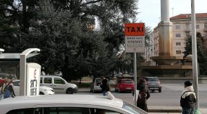 Tentò di speronare il collega davanti alla Questura, condannato un tassista