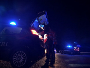 Botte ai carabinieri dopo la 'notte brava' al bowling di Borgo San Dalmazzo
