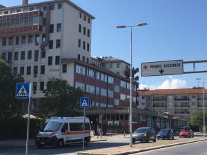 Colpito da una lastra di ferro in un cantiere a Limone, morto un cinquantanovenne albanese