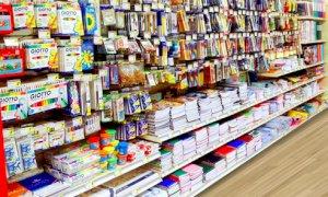 Via libera alla vendita di quaderni, pennarelli e biro negli esercizi commerciali già aperti
