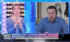 Salvini prega con Barbara D'Urso in diretta tv, Chiara Gribaudo: 'Da voltastomaco'