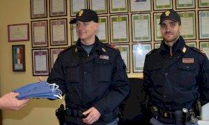 Una sarta di Vignolo dona mascherine agli agenti di Polizia di Cuneo