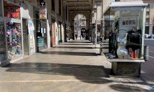 Cuneo, aveva truffato otto negozianti di via Roma e corso Nizza: ora i Carabinieri l'hanno individuata e denunciata