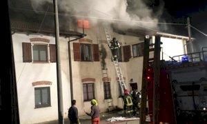 Busca, tetto in fiamme in via Ceresa: sul posto i Vigili del Fuoco