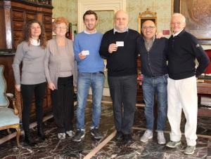 Alba, il Sindaco Maurizio Marello ha ricevuto la tessera n. 1 dal Gruppo Sportivo Sordi nel 45esimo anniversario della loro fondazione