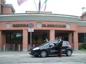 Giovane minaccia i genitori e poi aggredisce i carabinieri