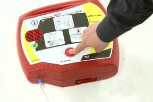 Defibrillatori automatici alle scuole dalla Cardiologia di Savigliano