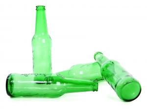 Bra, no a bicchieri e bottiglie di vetro da asporto