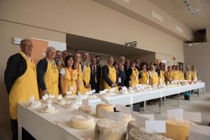 100 i formaggi cuneesi al concorso dell'Onaf al castello di Grinzane Cavour