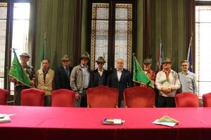 Alba: il Sindaco Maurizio Marello ha accolto in municipio gli Alpini ed il Sindaco di Viganò