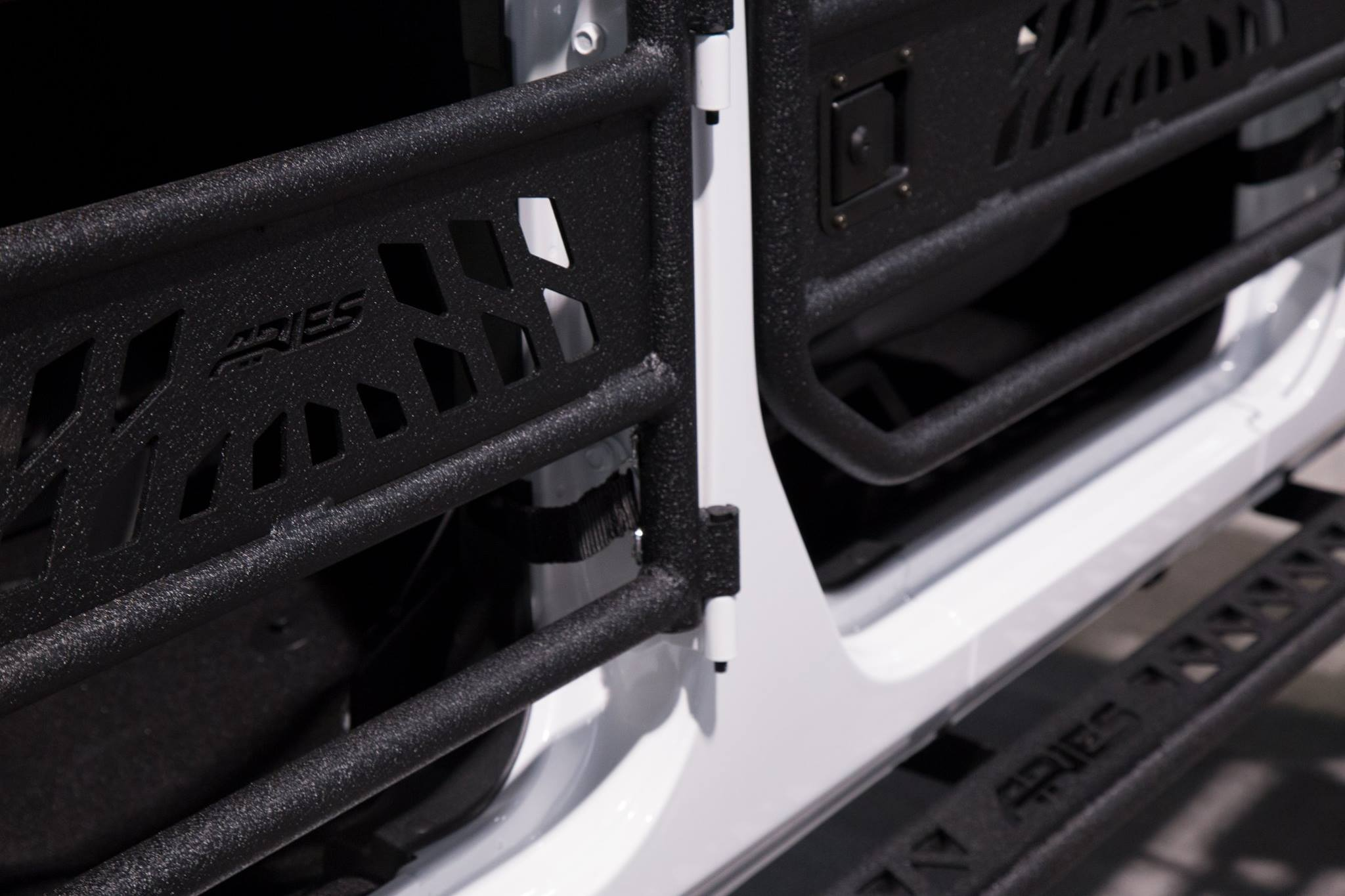 SEMA 2017 TEAM ARIES JEEP WRANGLER TUBE DOORS