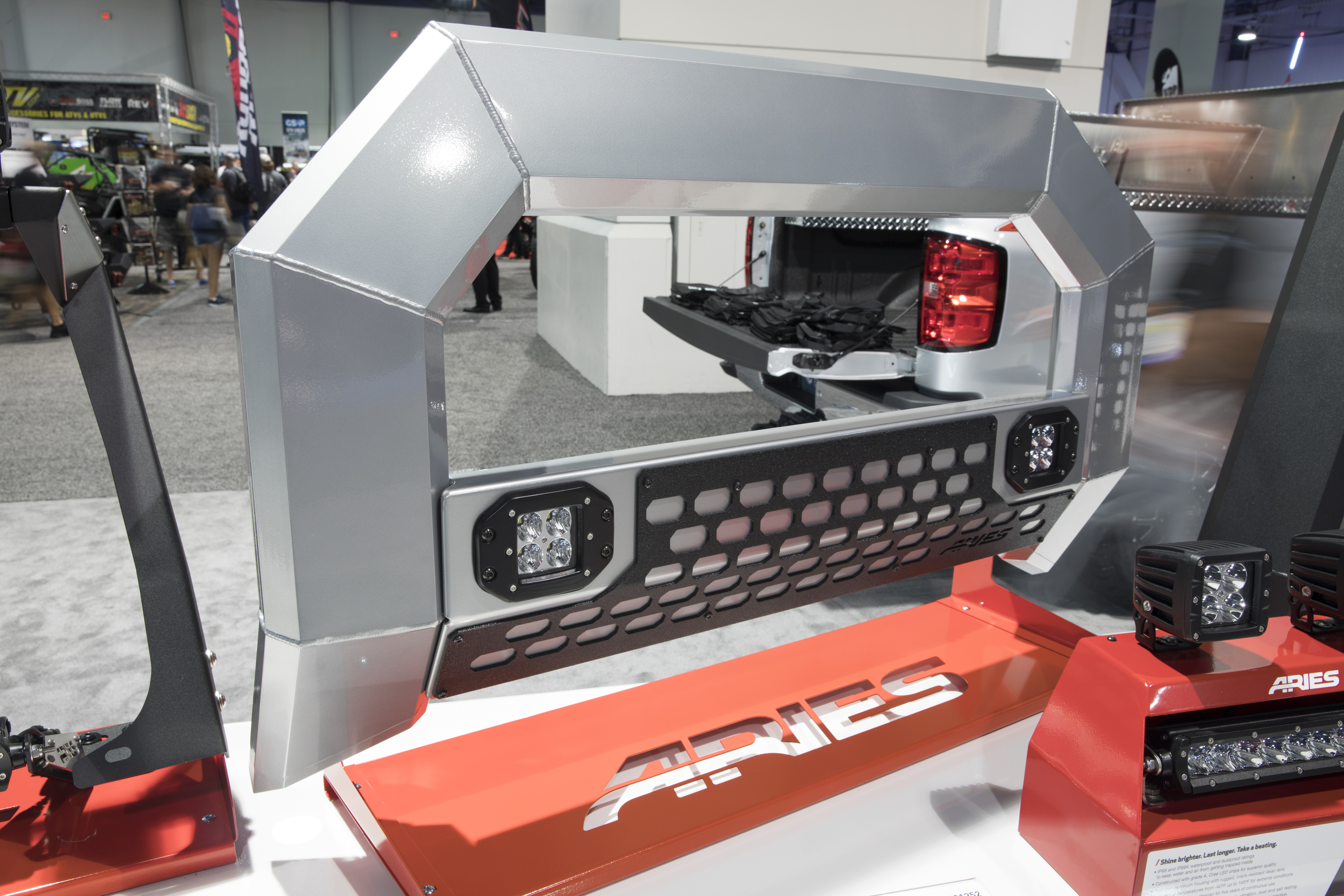 SEMA 2017 ARIES  ADVANTEDGE 5 1/2IN BULL BAR WITH LEDs