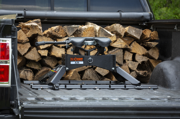 CURT 5th wheel hitch in truck bed - A25