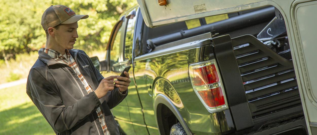 CURT Echo® smartphone brake controller with Bluetooth