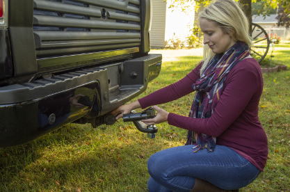 Plug CURT Echo® brake controller into 7-way