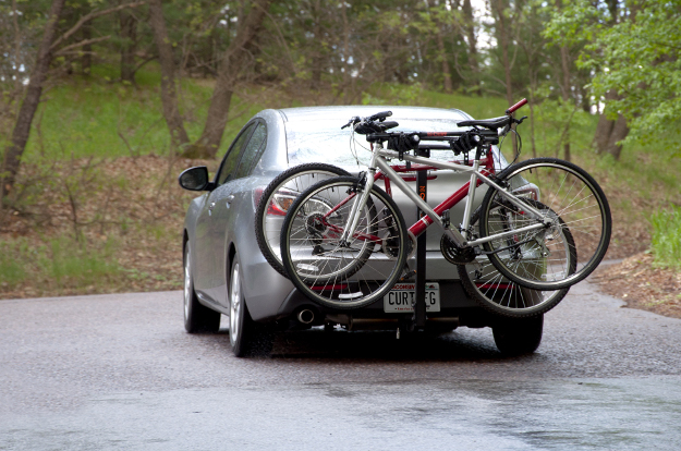Car hitch bike rack on CURT class 1 hitch