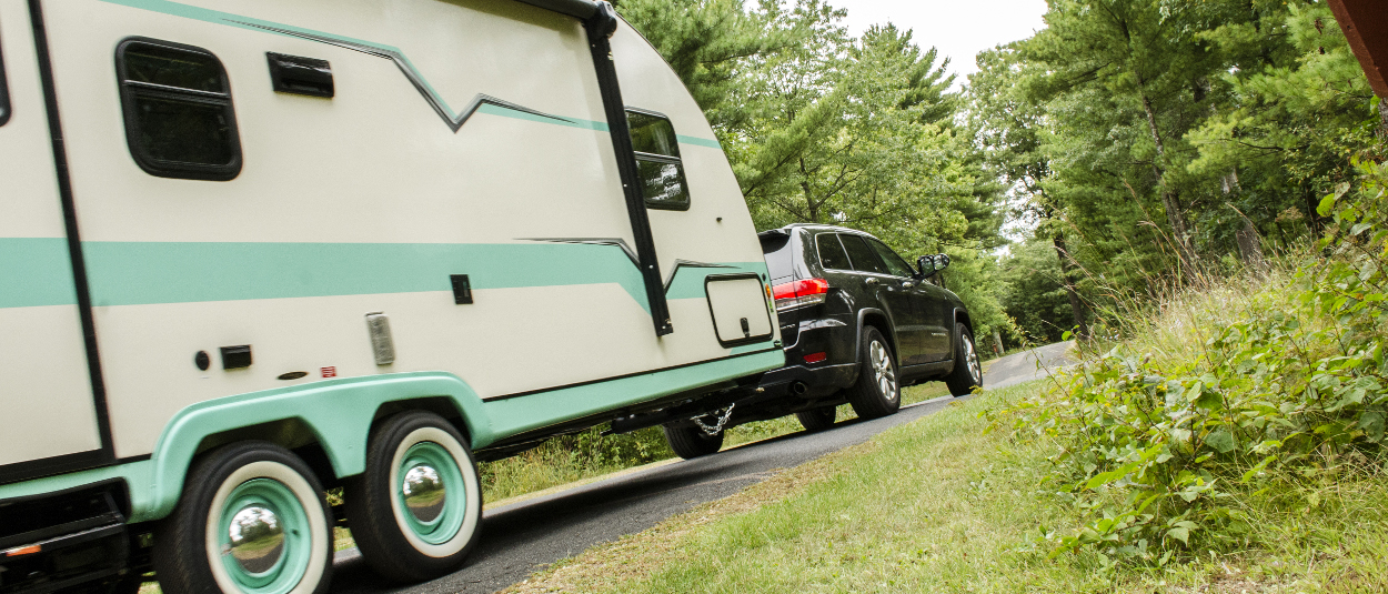 Jeep Cherokee towing travel trailer - CURT weight distribution hitch