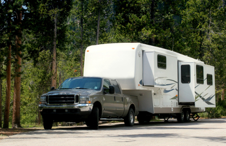 Truck towing 5th wheel camper