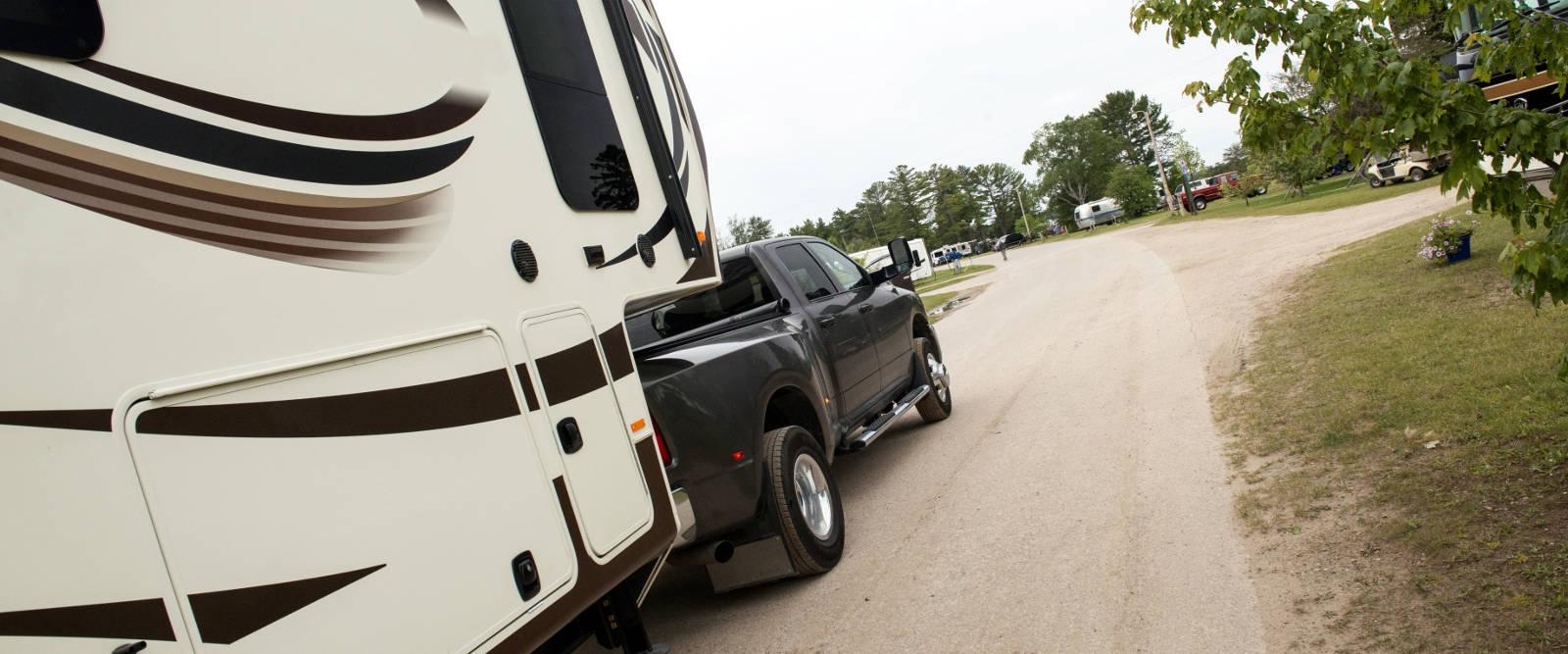 CURT 5th Wheel Hitch Dually Truck Travel Trailer