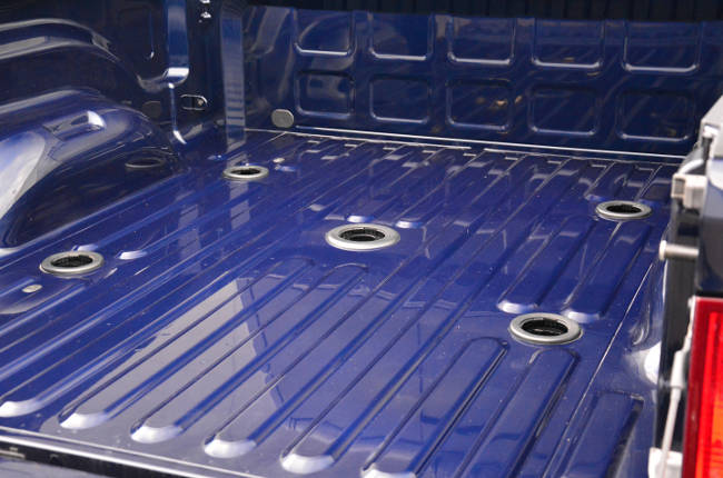 Ram Truck Bed Puck System for 5th Wheel Hitch