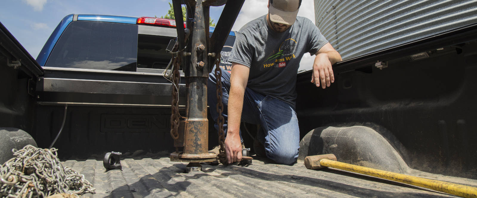 CURT OEM Puck System Gooseneck Hitch Coupled Work Truck