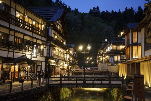 阿信、神隱少女的靈感都來自這裡!日本百年溫泉街的故事行銷力
