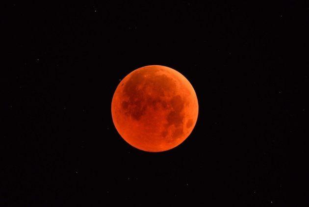 本世紀最長月全食!「血月亮」凌晨漂亮現...