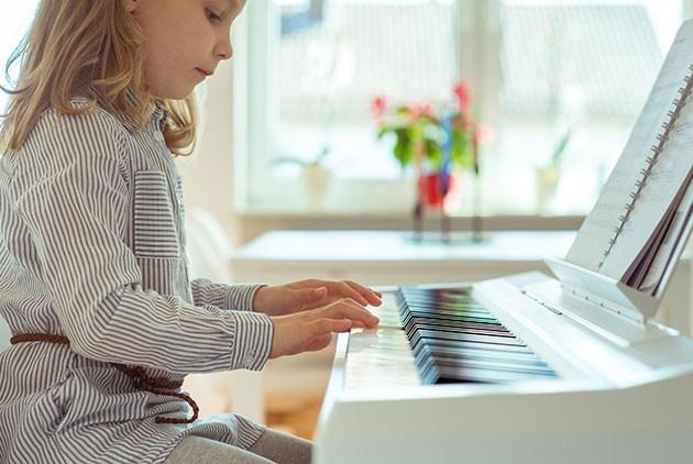 學鋼琴的孩子,語言能力更好?科學家這麼說