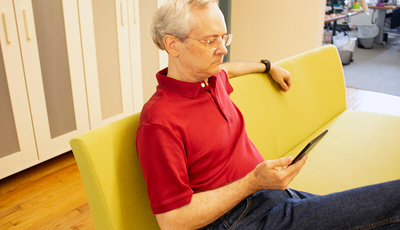 Blog author Dan Poirier looking at an e-reader