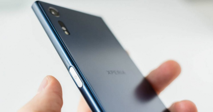 Sony Xperia XZ2 vs. Galaxy S9 vs. iPhone X