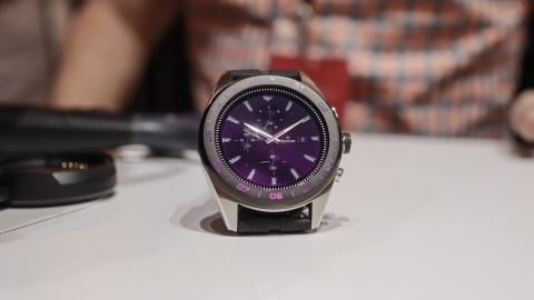Exclusive Look: LG Hybrid-Mechanical Watch W7