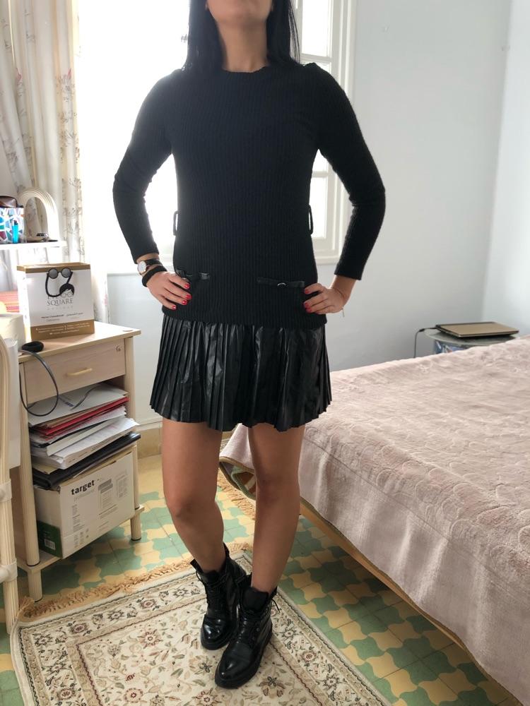 Robe noire laine et plissé en bas