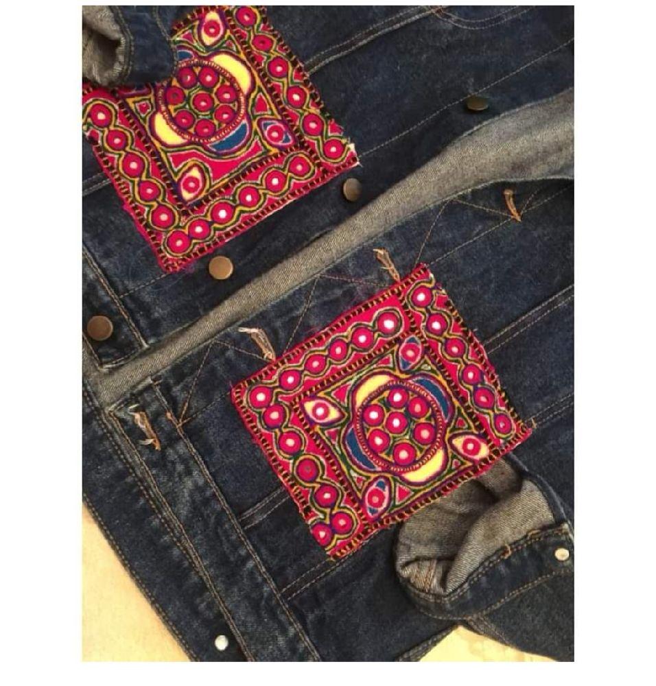 Veste jean avec poches brodées