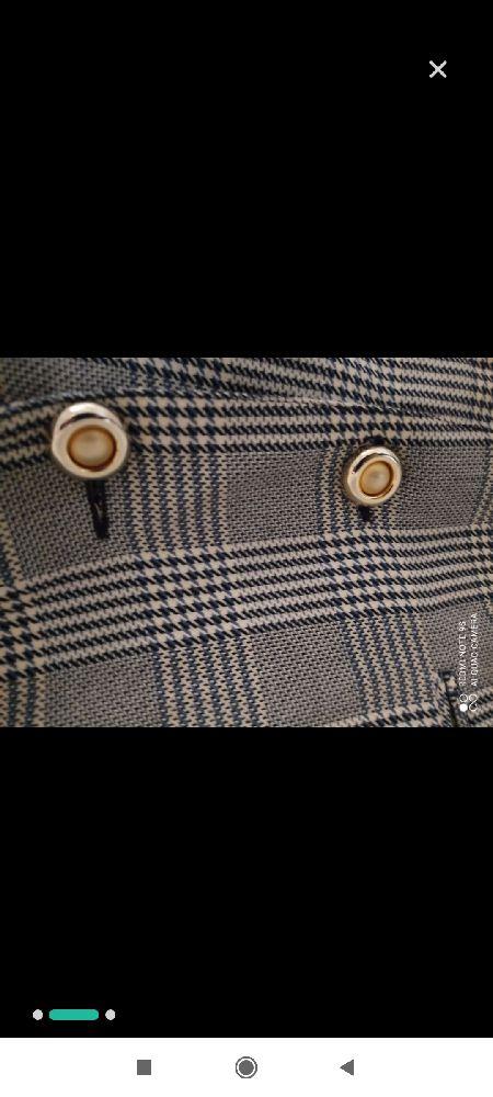 Un total look à 63dt seulement composé d'une jolie veste carreaux tendance et d'un pant à chevilles de la marque massimo dutti taille 42 tous les deux
