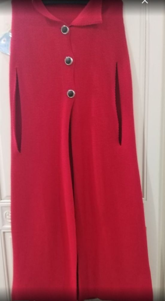 Lot: 2 caps pencho longues en laine 1 noir et 1 rouge