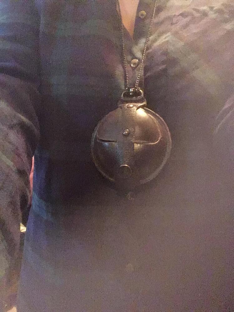 Medaillon à secrets en cuir