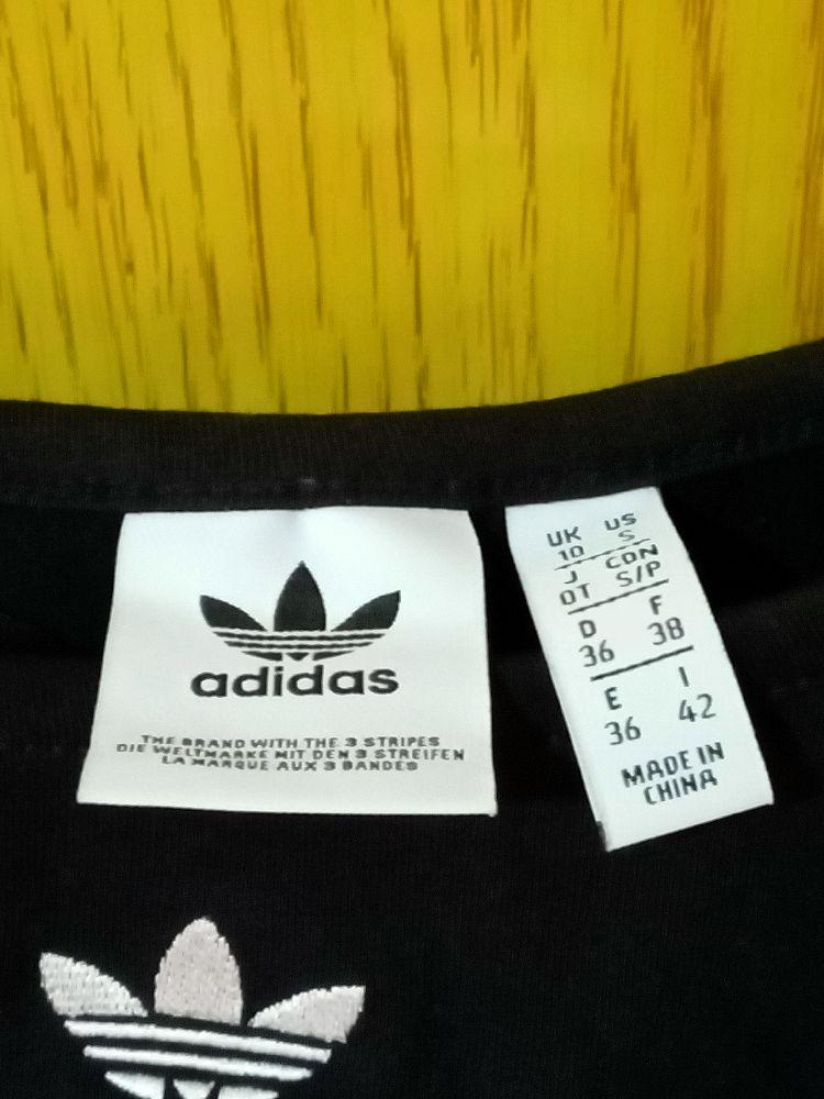 Brassière couleur noir taille M de la marque adidas
