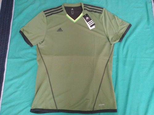 ADIDAS TEE-SHIRT NEUF ET IMPORTE TAILLE L ADULTE