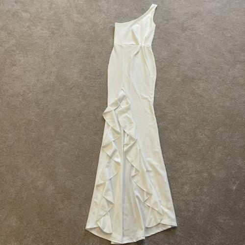 Robe de soirée longue asymétrique avec fente