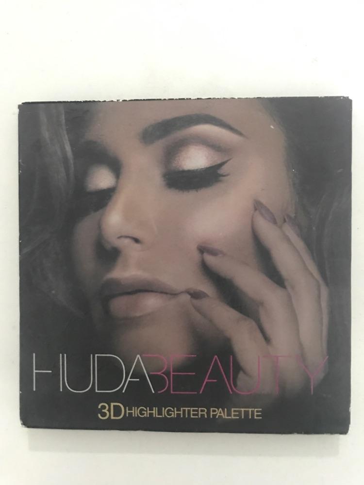Pallette huda beauty highlighter
