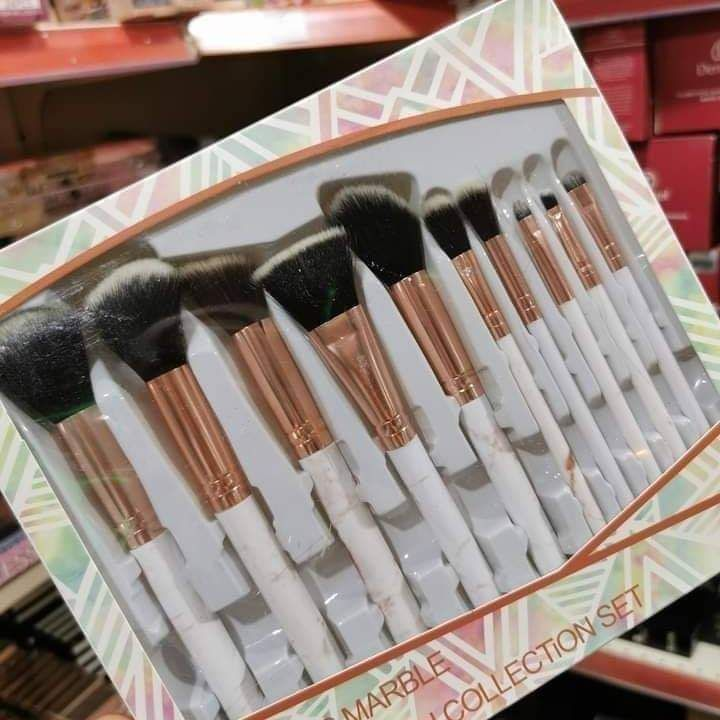 10 pinceaux maquillage marble