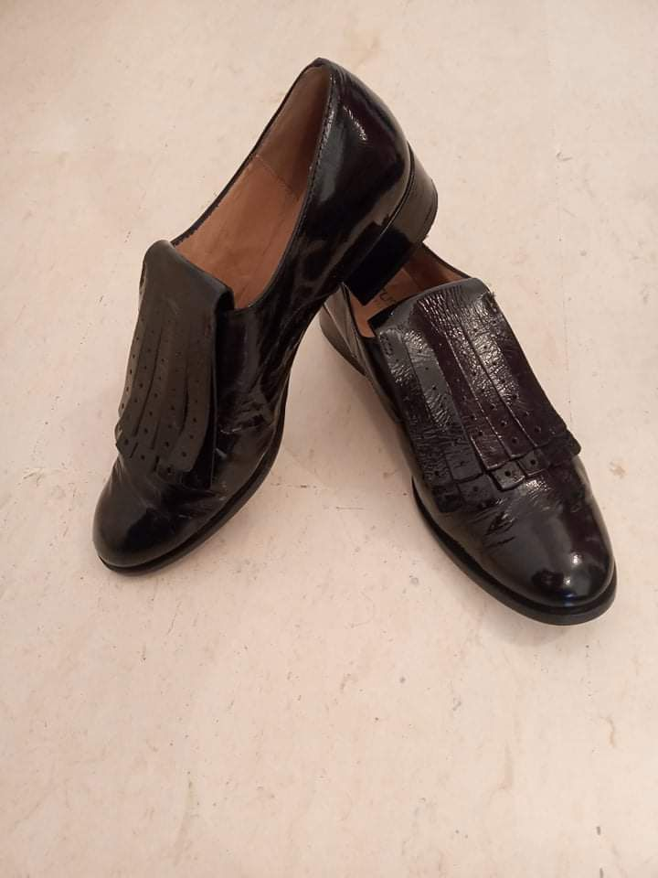 Derbies noires vernis