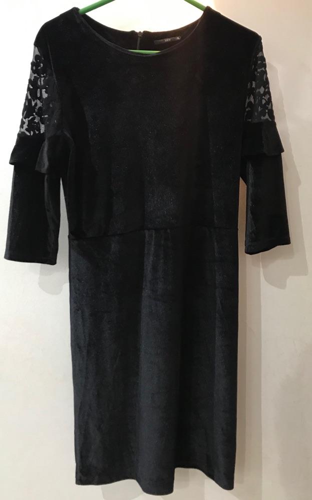 Robe noire velour avec dentelle